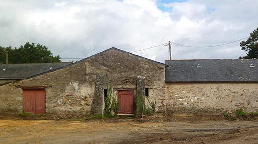 Transformation de bâtiments agricoles en maison familiale (Bâtiment d'origine en pierre) - ADA ARCHITECTURE - Architecture & Design