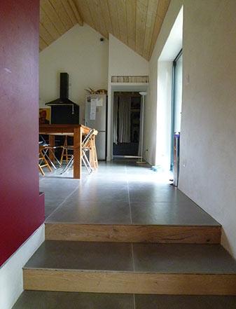 Transformation de bâtiments agricoles en maison familiale (Vue intérieure de la maison) - ADA ARCHITECTURE - Architecture & Design